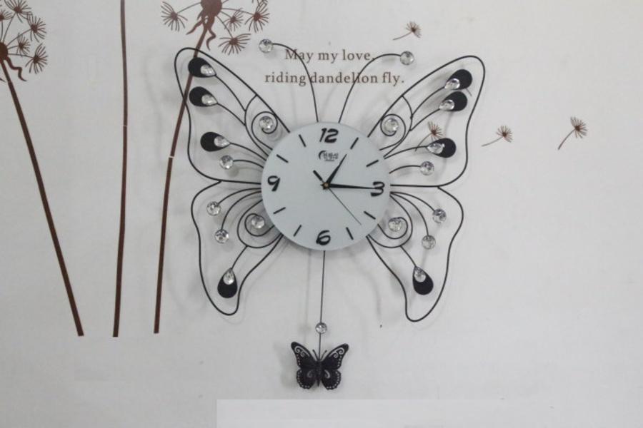 Đồng hồ treo tường đính đá con bướm