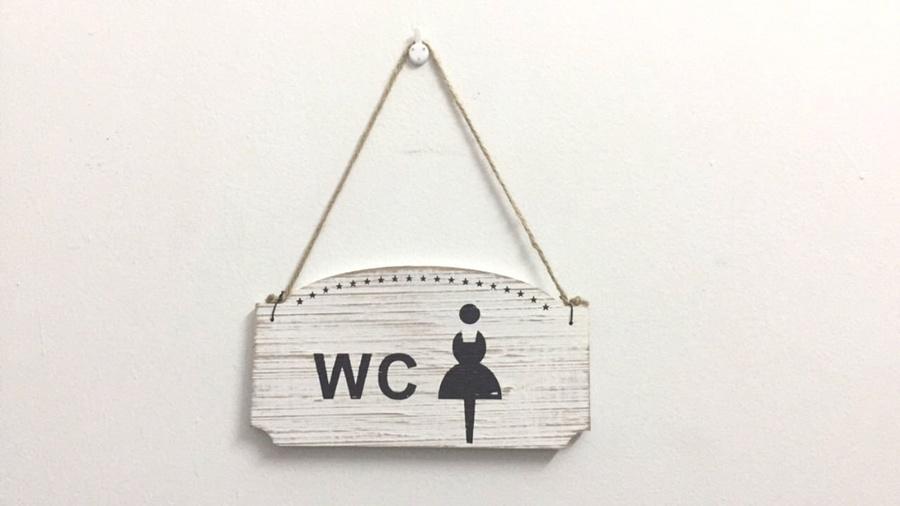 Bảng treo cửa phòng wc nữ