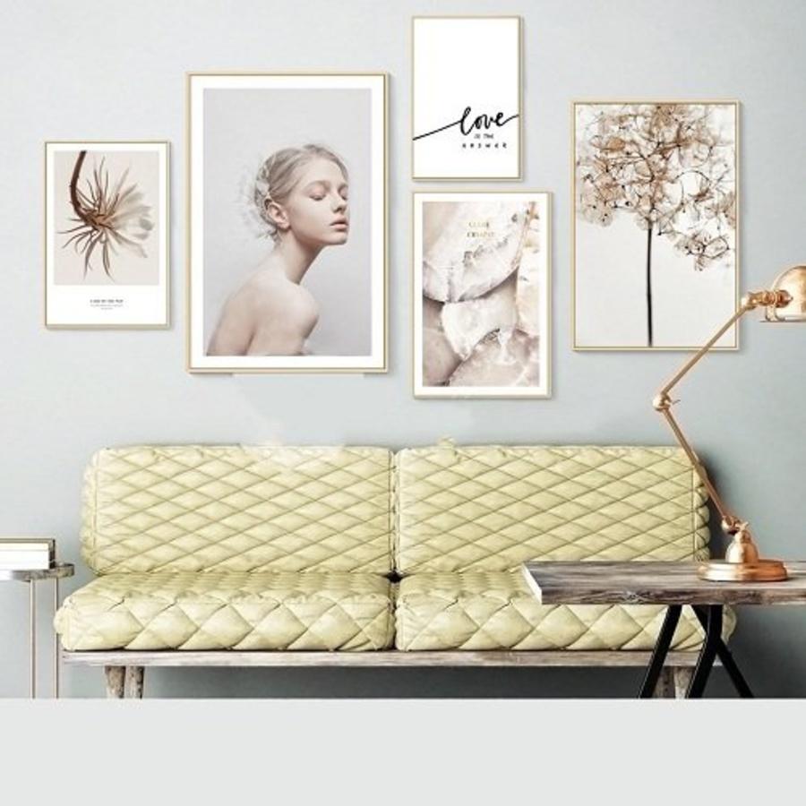 Tranh treo tường cô gái và hoa (HG)