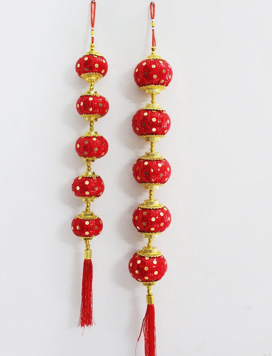 Đèn lồng đỏ đính đồng tiền vàng trang trí tết