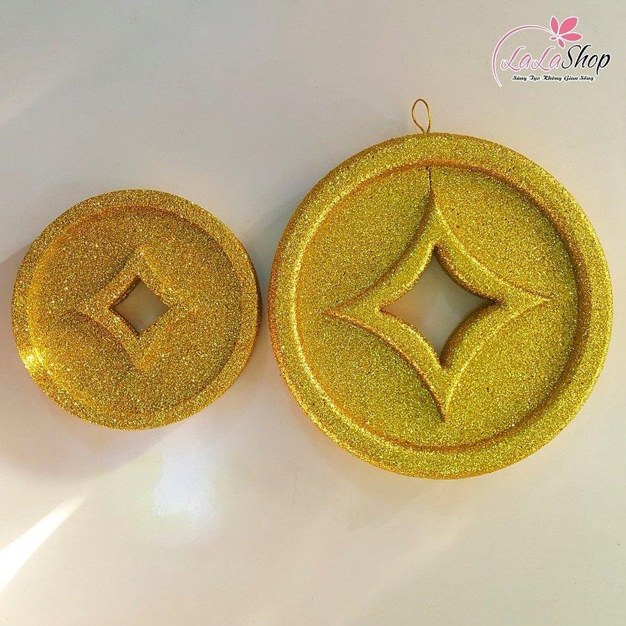 Đồng tiền vàng trang trí tết