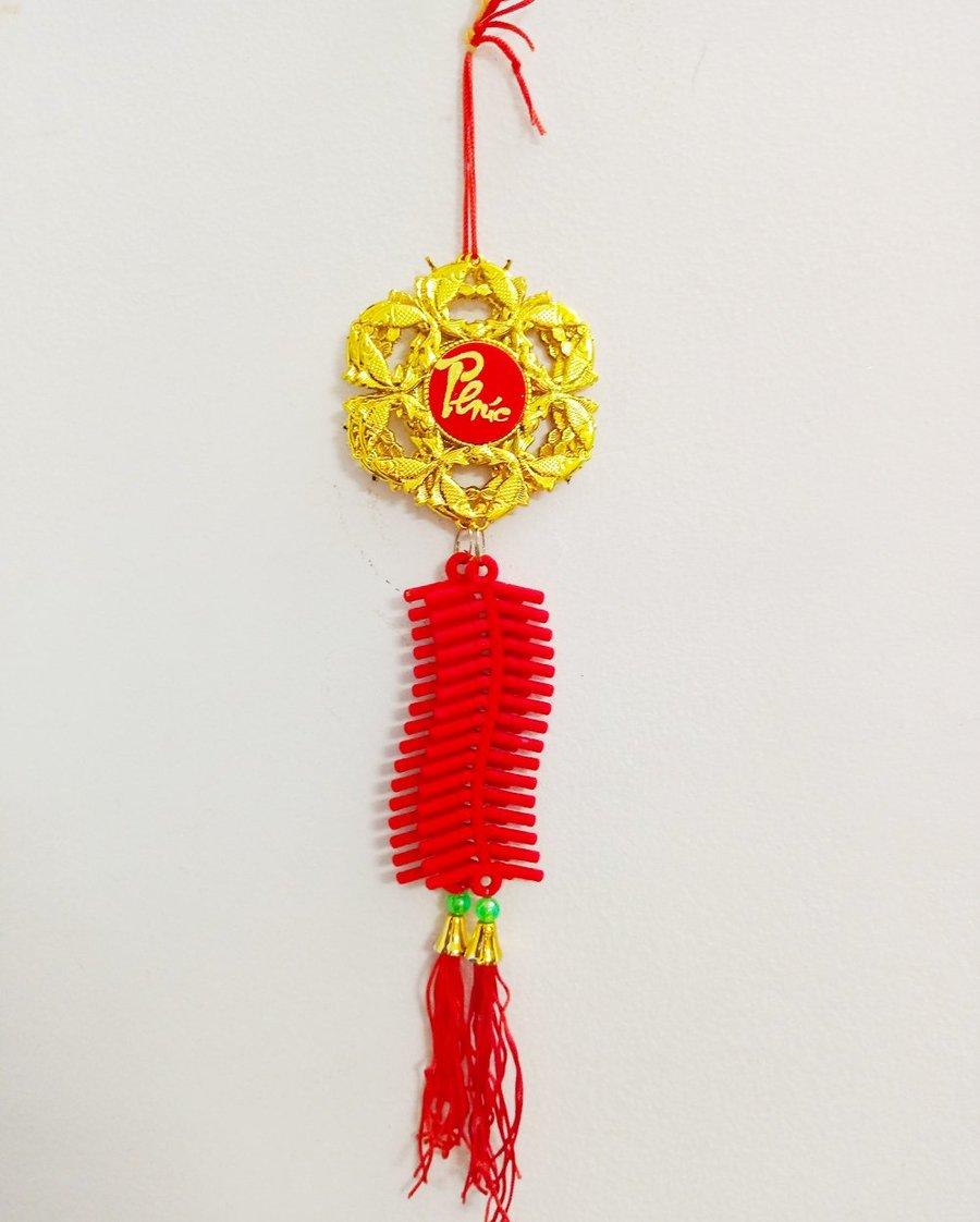 Lộc treo Cá vàng hình hoa mai và dây pháo nhung đỏ