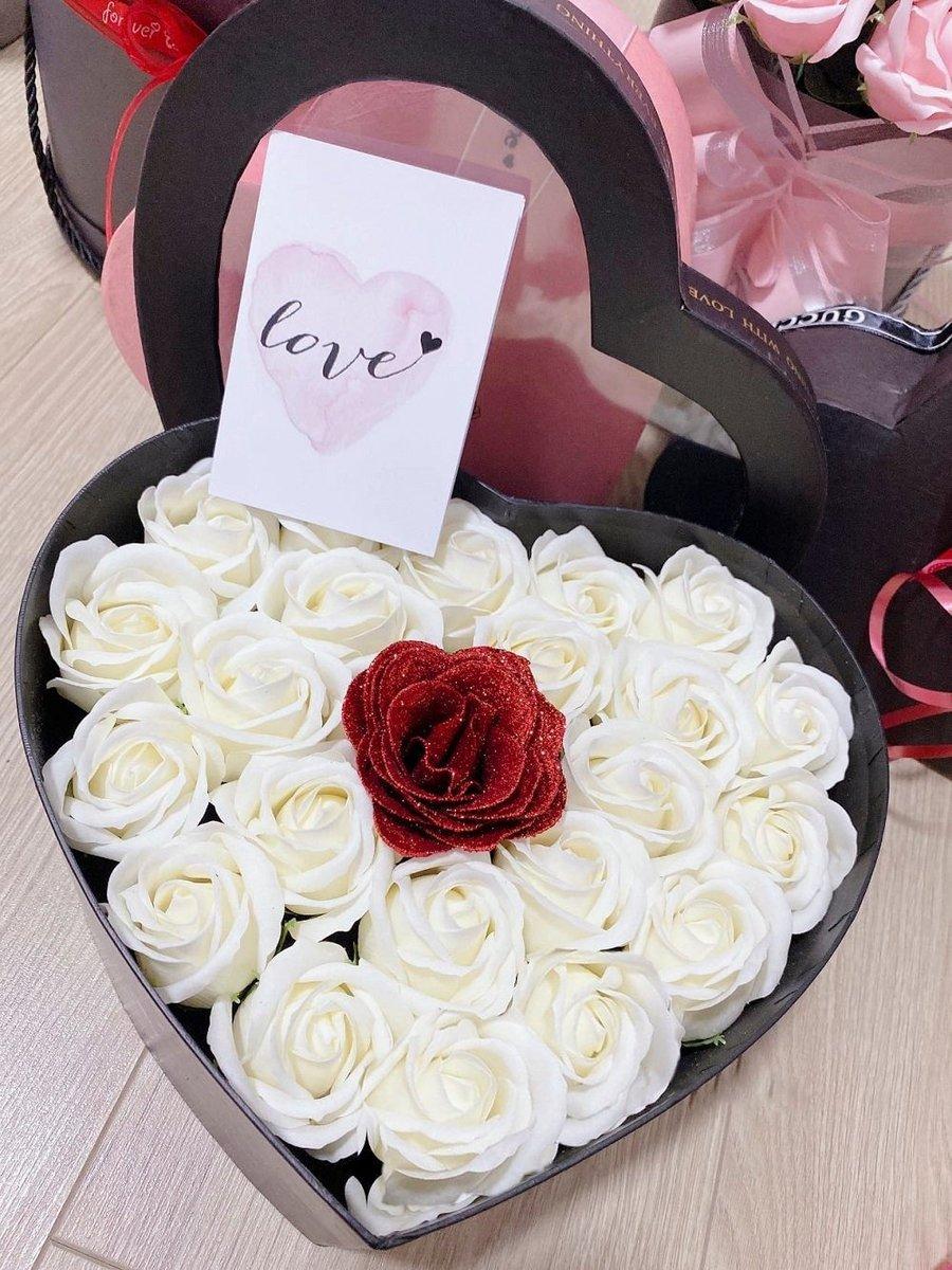Hộp hoa hồng trắng sáp thơm hình trái tim