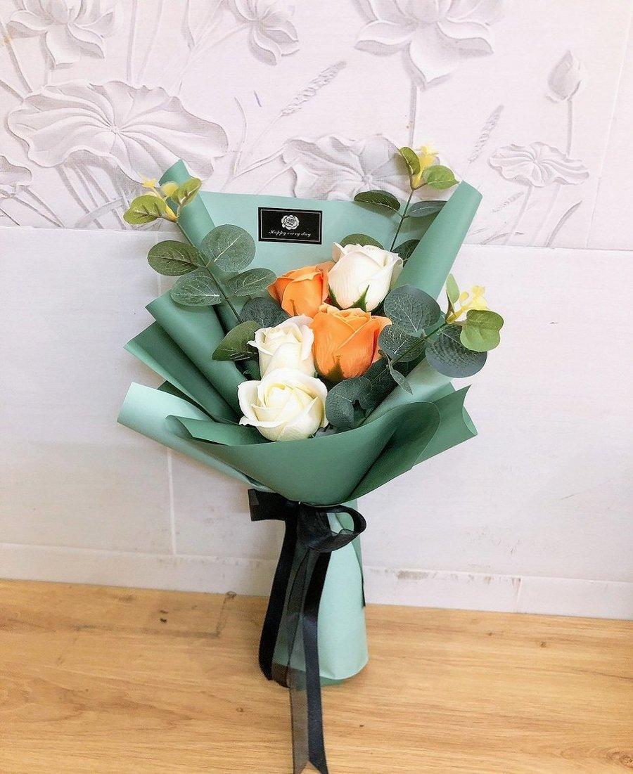 Bó hoa sáp thơm 5 bông 2 màu kèm thiệp xinh - H094