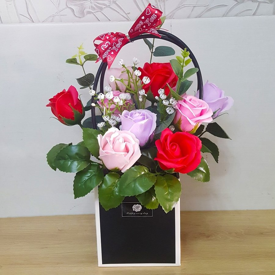 Giỏ hoa hồng sáp thơm tam sắc
