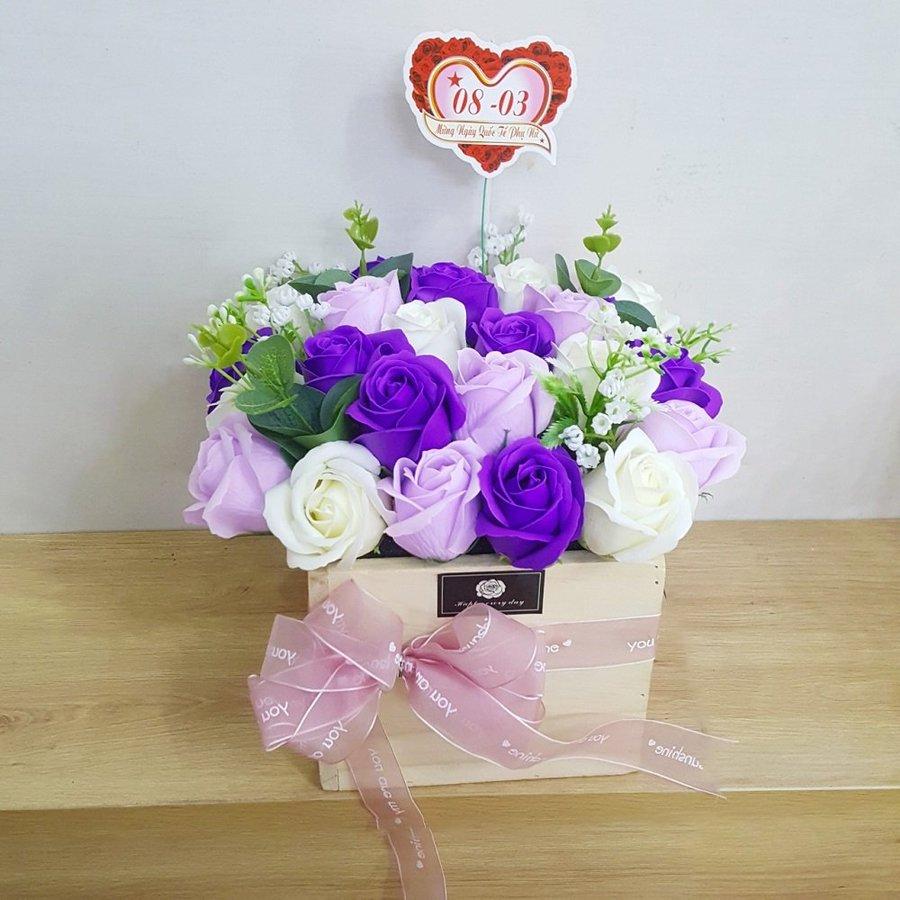 Giỏ hoa hồng sáp thơm sắc tím