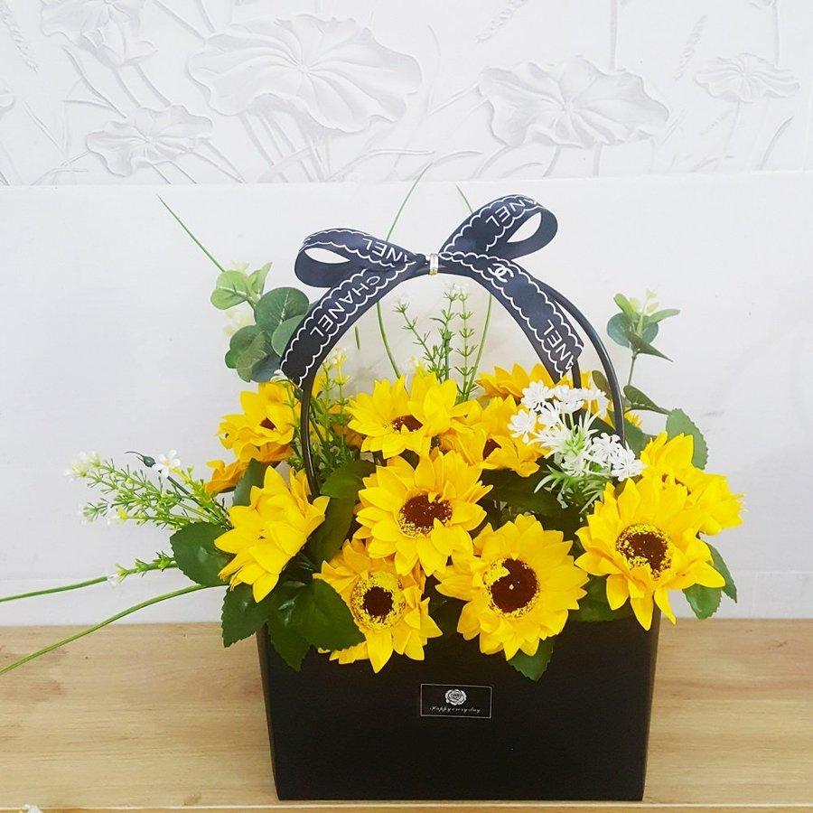 Giỏ hoa hướng dương sáp thơm vàng