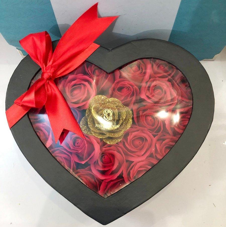 Hộp hoa hồng sáp thơm hình trái tim 2