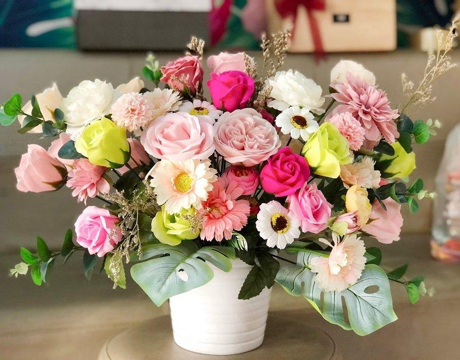 Bình hoa sáp thơm dịu dàng