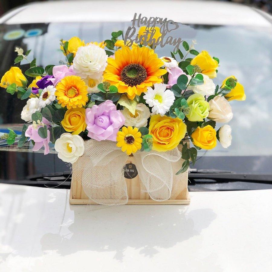 Chậu gỗ hoa sáp thơm sắc màu rực rỡ