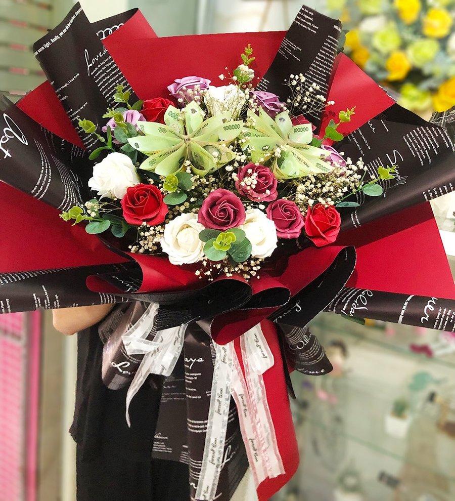 Bó hoa tiền 100k kèm hoa sáp đỏ