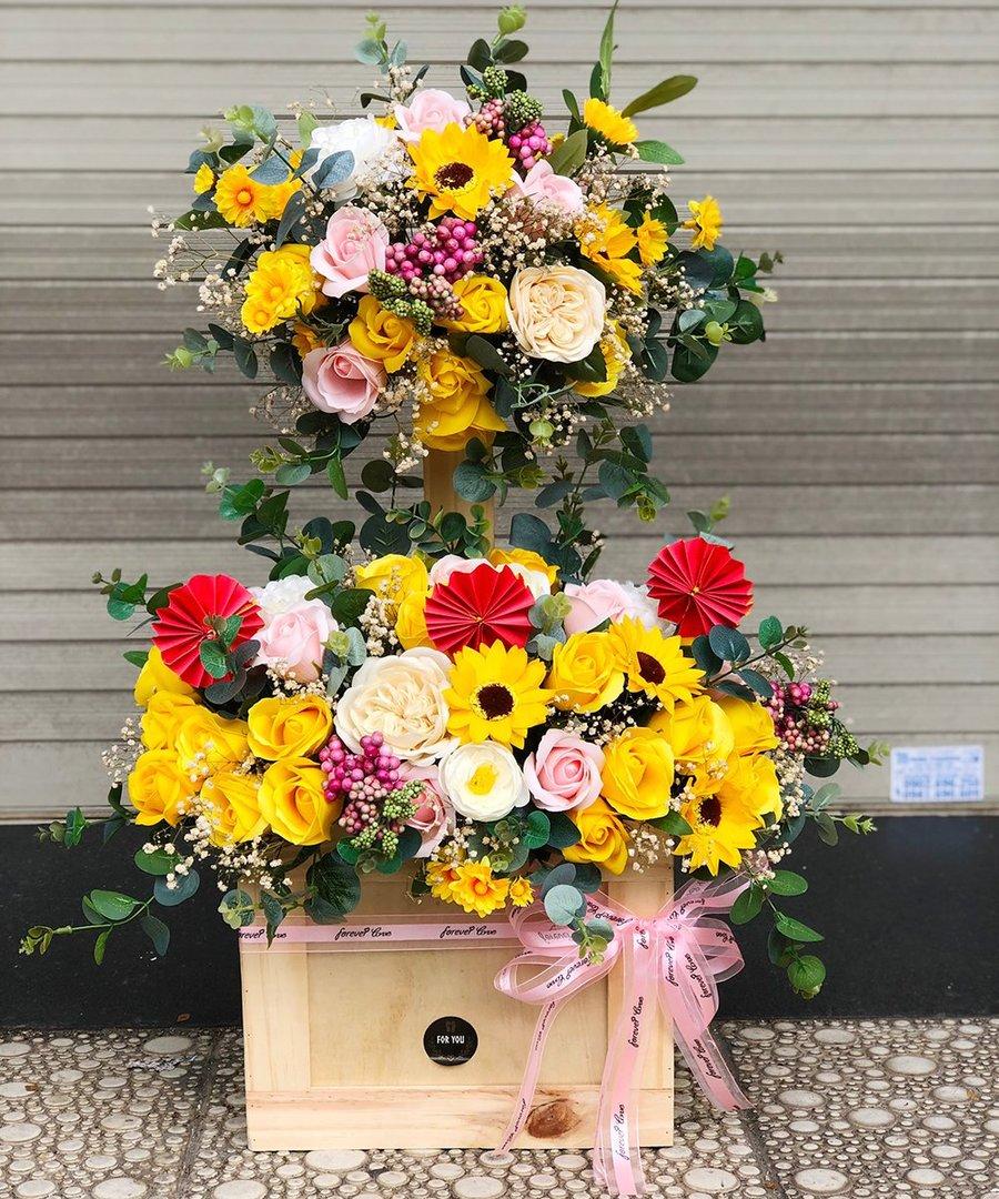 Lẵng hoa 2 tầng chúc mừng khai trương sắc vàng