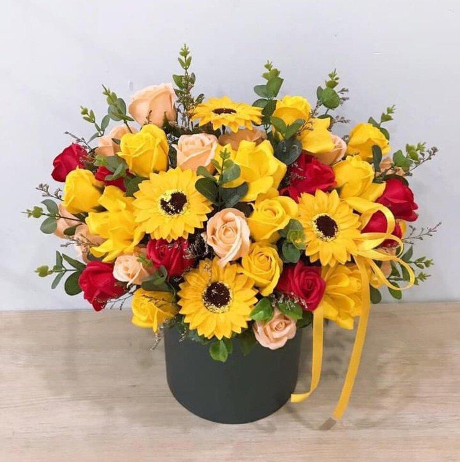 Chậu hoa sáp thơm sắc đỏ - vàng
