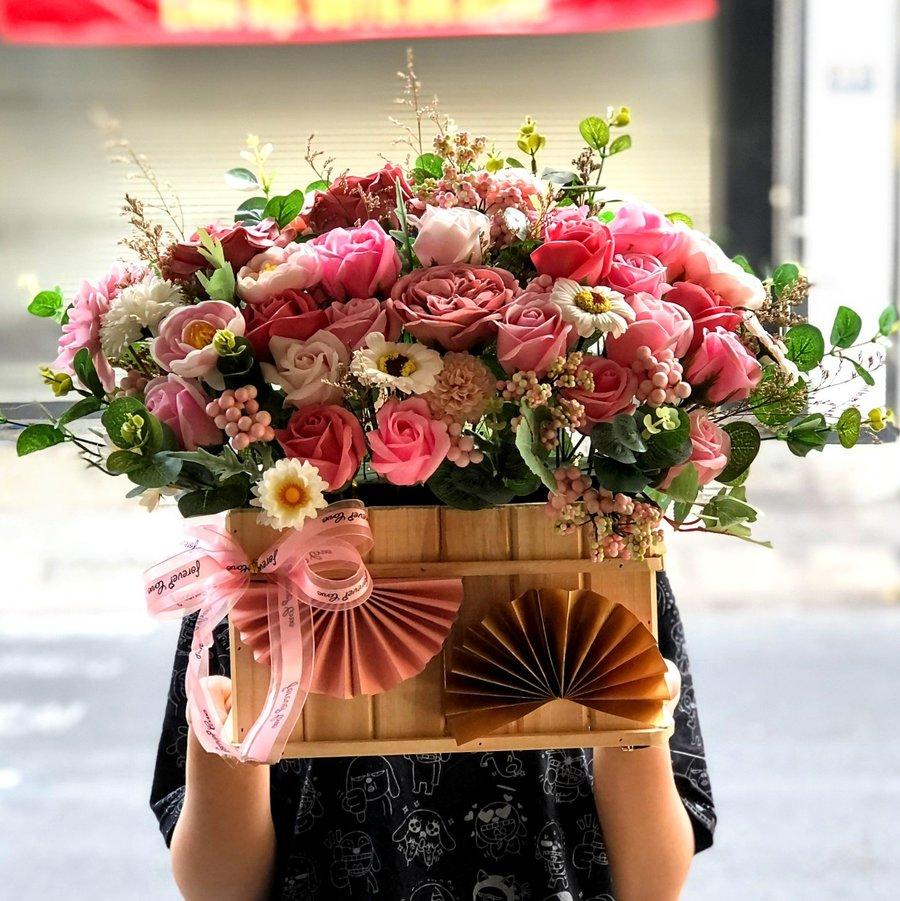 Lẵng hoa hồng sáp thơm