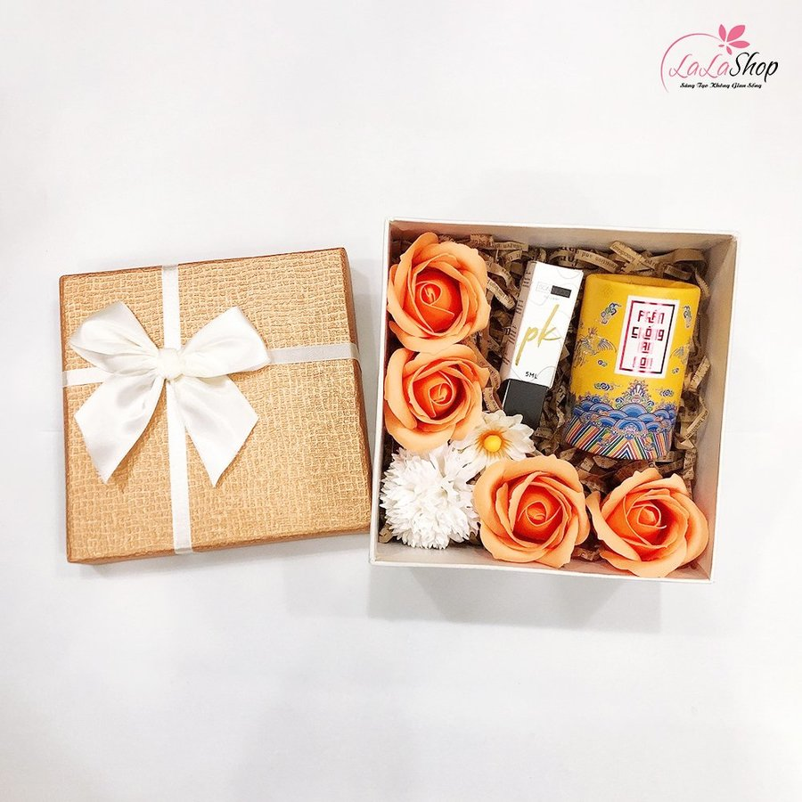 Set hộp quà tặng thanh xuân kèm mỹ phẩm ( Gồm phấn chống lão hóa và son nước )